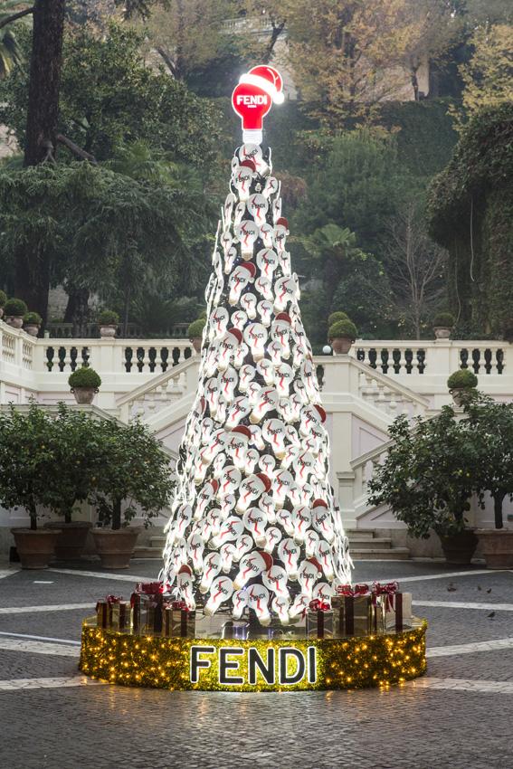 FENDI CHRISTMAS TREE : GIANNI CIPRIANO